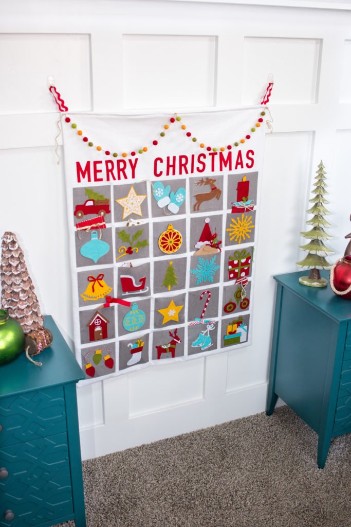 20+ Christmas Sewing Projects featured by top US craft blogger, Sweet Red Poppy: Sweet Red Poppy Merry Christmas Advent Calendar Sewing and Cricut Tutorial
