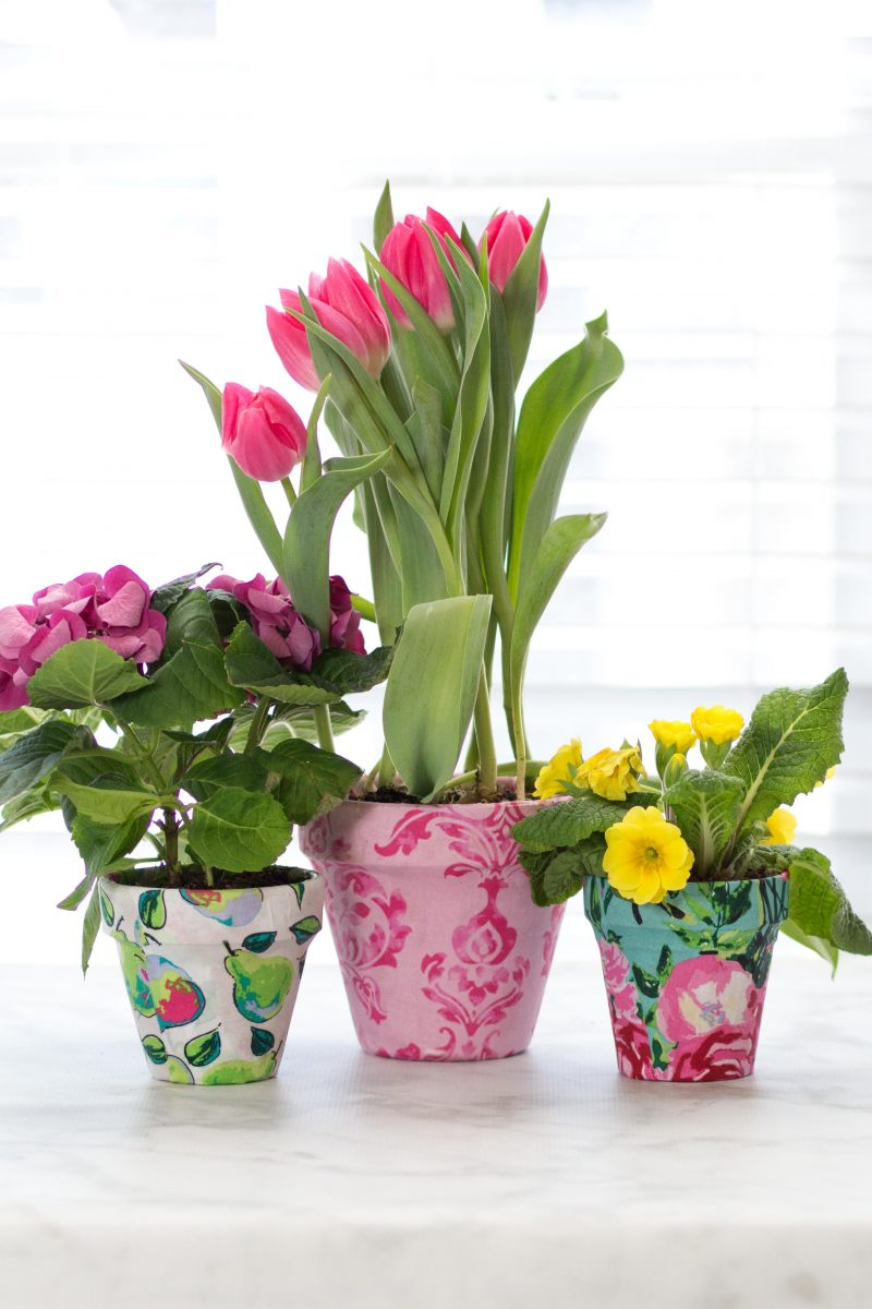 Use Mod Podge to Update Old Clay Flower Pots for Spring!