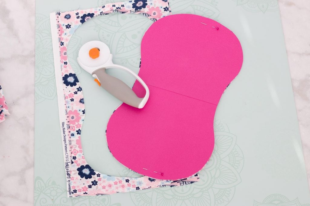 FREE Baby Burp Cloth Pattern featured by top US sewing blog, Sweet Red Poppy