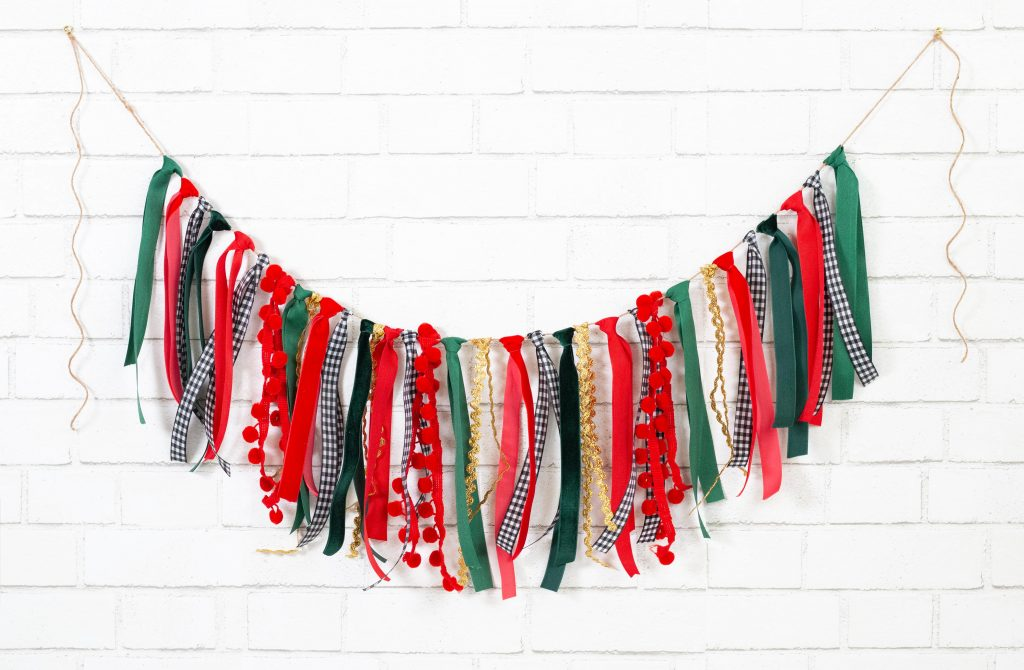 How to Make a Christmas Ribbon Garland