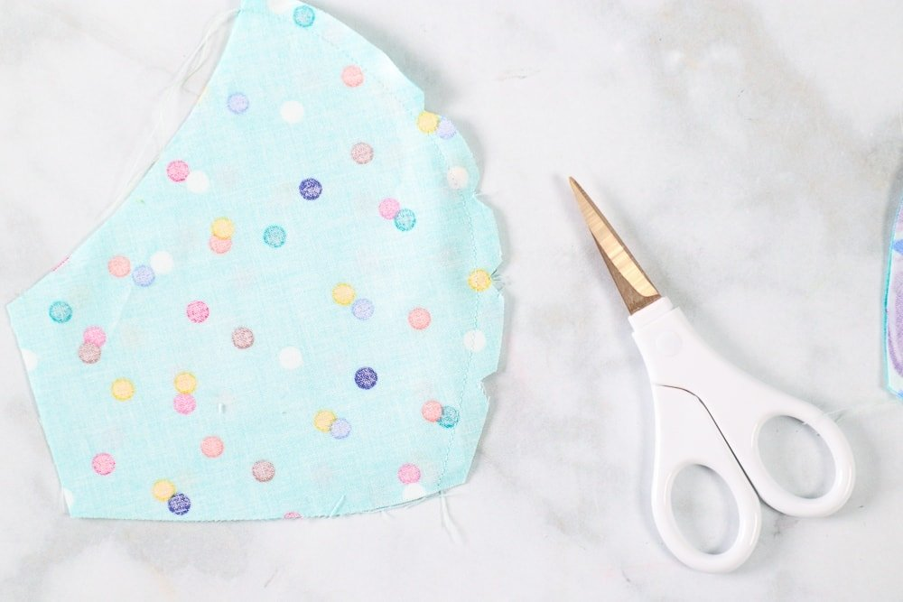 How to Sew a Fitted Cotton Face Mask a tutorial featured by top US sewing blog, Sweet Red Poppy.