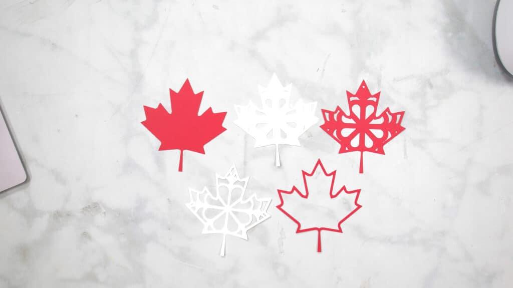 Canada Day Wreath vom beliebten US-Handwerksblog Sweet Red Poppy: Bild von roten und weißen Ahornblättern.